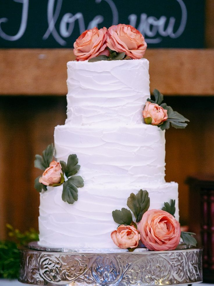 We love how textured icing is making such a major comeback! DIY Rustic Wedding by Michael Meeks Photography