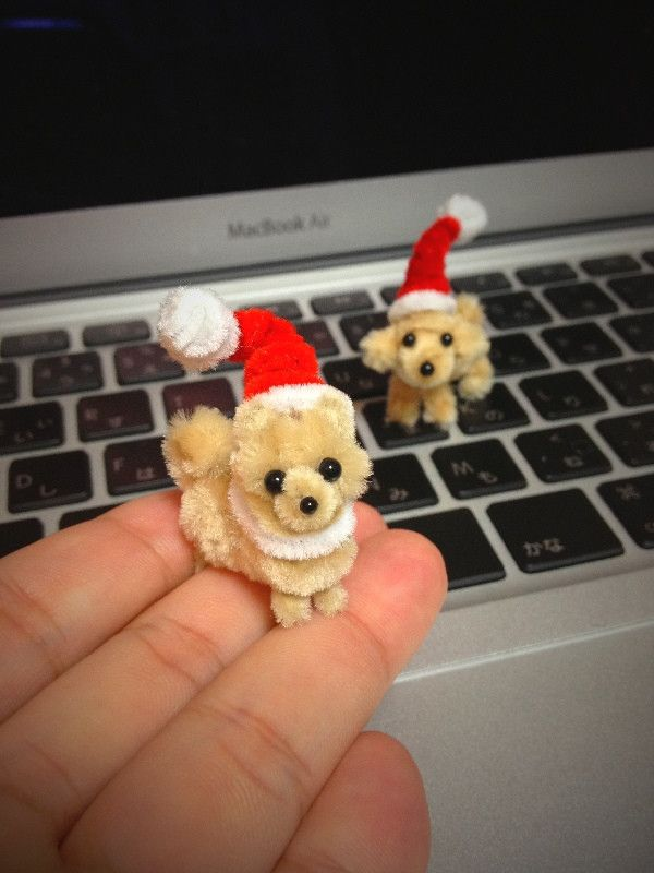 Pipe cleaner puppy santas!! I must find a tutorial