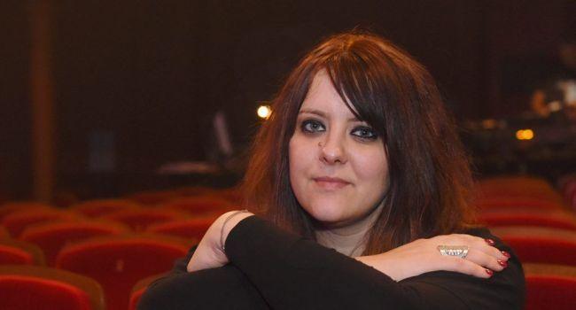 Aurélie Cabrel entre deux répétitions hier au théâtre muncipal./ Photo Marie-Pierre Volle.