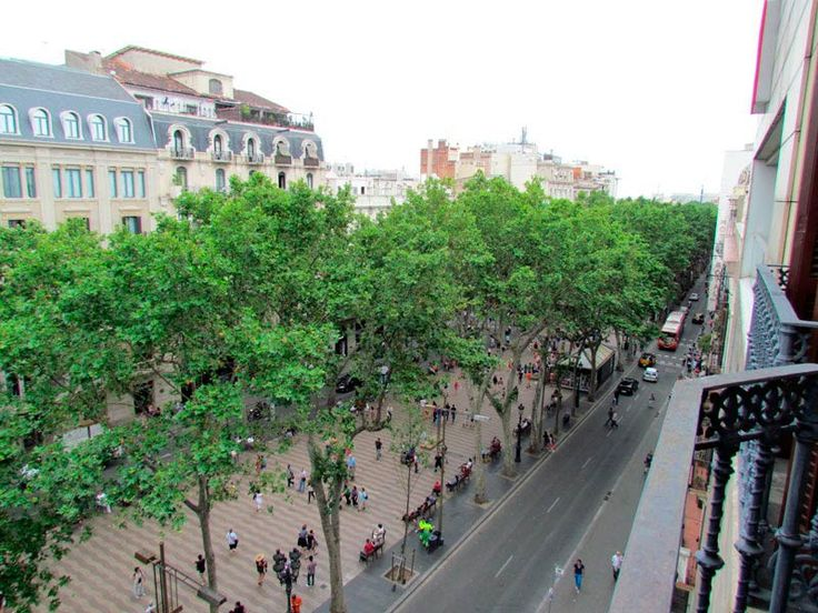 Best Barcelona City Ramblas guesthouse a cheap acmodation in the most famous street of Barcelona
