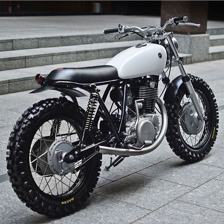 """wildbutgentleman: """" dropmoto: """" London's @auto_fabrica seems incapable of doing wrong. Another stunning build in this Yamaha SR400 with endless flowing style, titled 7C. Full story on @pipeburn. #dropmoto #builtnotbought #yamaha #sr400..."""