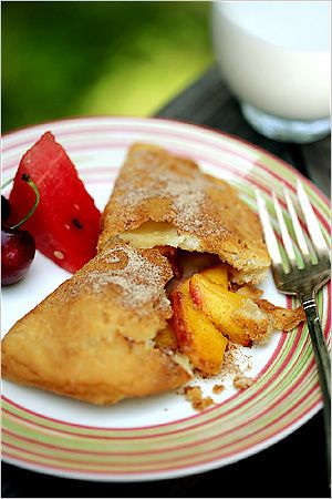 Fried peach pies with bourbon and cinnamon. Photo: Andrew Scrivani for The New York Times