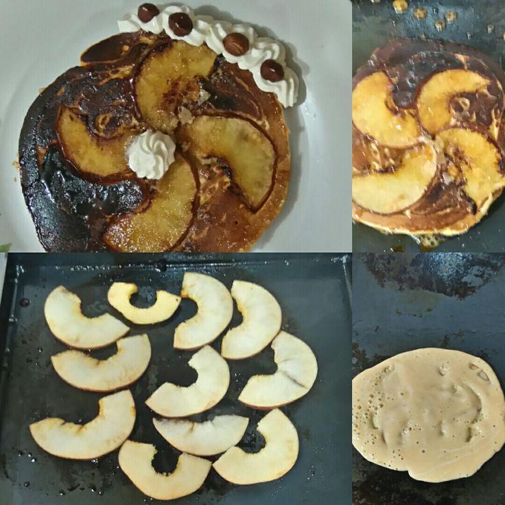 Tortilla de manzana a la plancheta! Receta: mezclar 1 huevo, con 3 cucharadas de azúcar y 3 de harina leudante, agregar esencia de Vainilla a gusto y agregar leche hasta formar una emulsión como para panqueques.  Aparte cortar y dorar la manzana en azúcar, sobre la plancheta ( sarten es igual)  y volcar la mezcla homogénea sobre las manzanas, cocinar un minuto aprox. Darle la vuelta y terminar de cocinar hasta estar dorada,  presentar con crema o dulce de leche, opcional frutas frescas o…