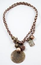 Bixut - Collar Coraline marrón. Realizado en ágata, ante, lazo y piezas de metal de fantasía.