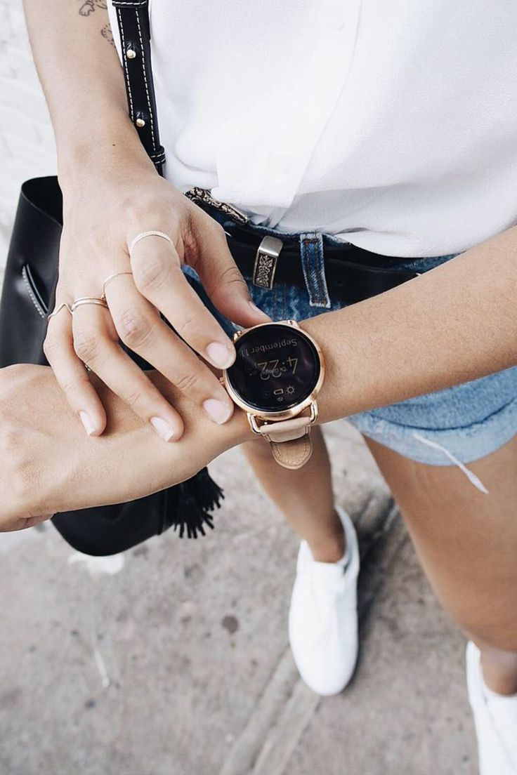 Tomboys rejoice! There's finally a smartwatch that's perfect for tom(girl) style. Who says you have to choose between functionality and fashion? This Q Wander smartwatch is the rose-gold tech gadget you've been looking for.