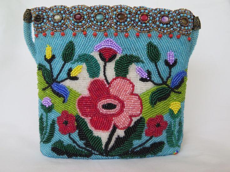 бисерная сумка Аленький цветочек