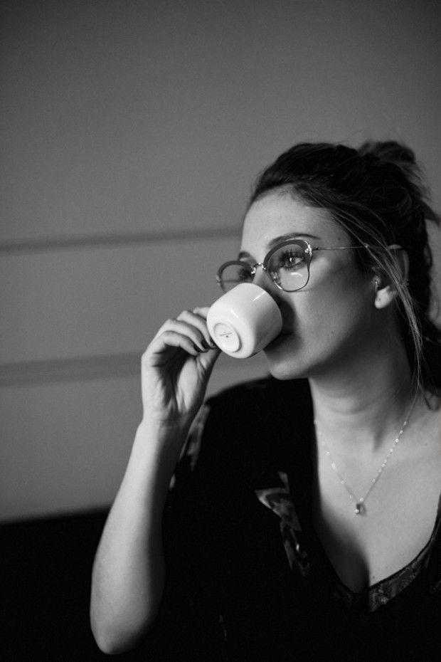 """""""No le hables hasta que se tome el café, después ya vuelve a ser algo parecido a la Oli que conoces"""""""