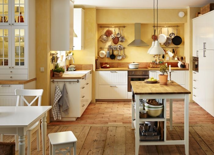 Vloer + kleur keuken. Muurkleur te geel. Eiland met lampjes leuk STENSTORP…