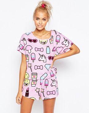 Conjunto de pijama de camiseta y pantalón corto con Emojis de ASOS