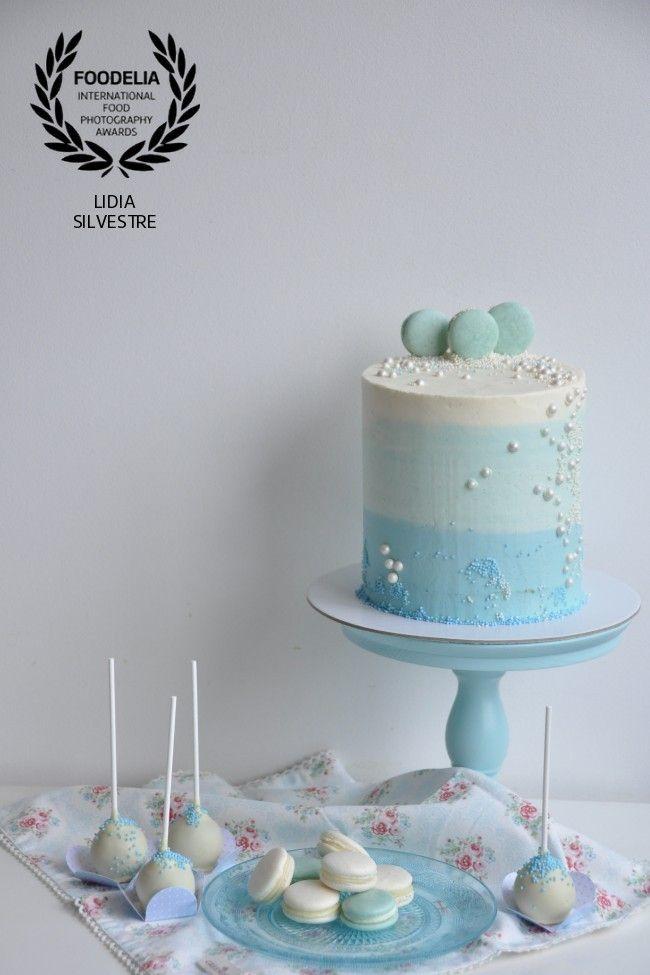Buttercream cake - sea theme! Blue and macarons!  www.lcake.pt              Visit our blog at www.lcake.pt!