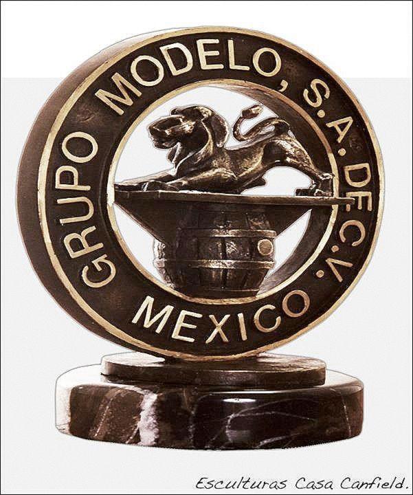 Trofeos de Bronce y Piedra, , Juan Canfield , Escultor