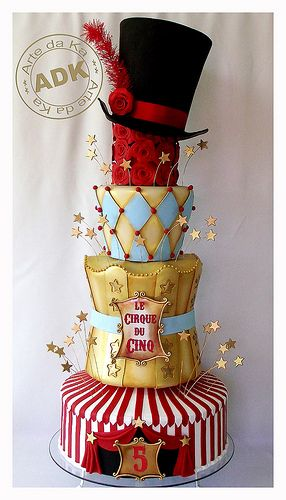 This is a really amazing cake bij Arte da Ka ! Bolo Circo. Great for circus themed birthday party