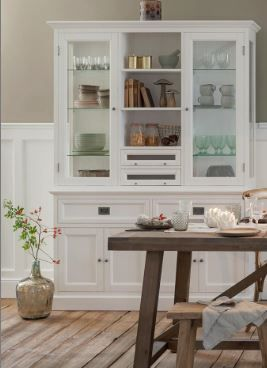 »Herbstküche«  #westwing#westwingnow#home#living#interior#inspiration#homesweethome#interiordesign#herbst#küche#kitchen#vitrine#bloomingville#wood#holz#natural#hocker