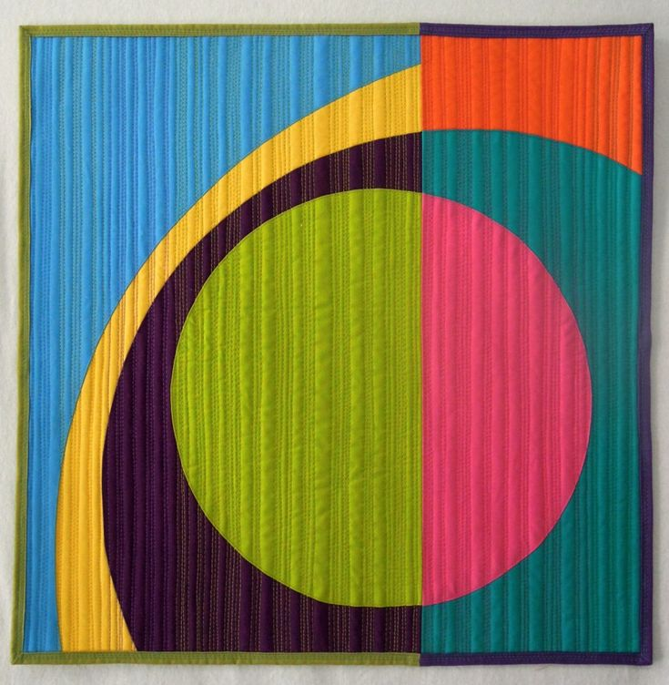 """Beautiful """"Modern Mini Circle Quilt"""" by Terry Aske."""