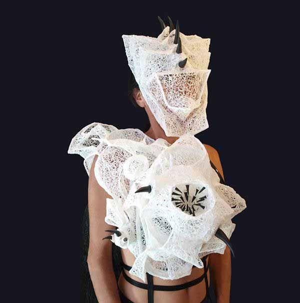 Erica Gray è una artista australiana che ha vinto il premio 2015 3Doodler of the Year per la moda.3Doodlerè una penna 3d di cui abbiamo parlato molte volte nei nostri articoli, che permett