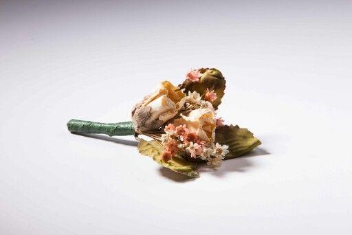 Kurutulmuş çiçeklerle hazırlanan yaka çiçeği kış düğünleri için ideal #weddingideas  Handmade by NS  Style no: Y7