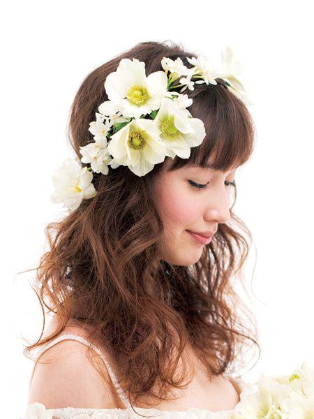 大小の花が奏でるロマンティックなダウンスタイル/Side|ヘアメイクカタログ|ザ・ウエディング