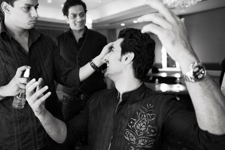 There are moments which even paparazzi misses. Like this one! Kunal Kapoor & Raghavendra Rathore