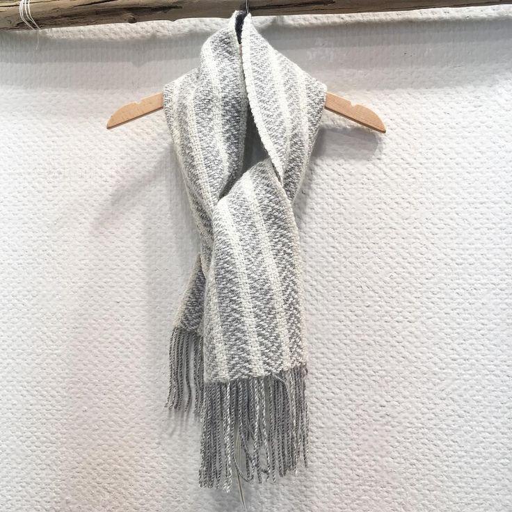 二重織りのミニマフラー  このサイズでもとっても暖かいんです。    #troistemps #トロワトン #手織り #カシミヤ #マフラー #handwoven #handcraft