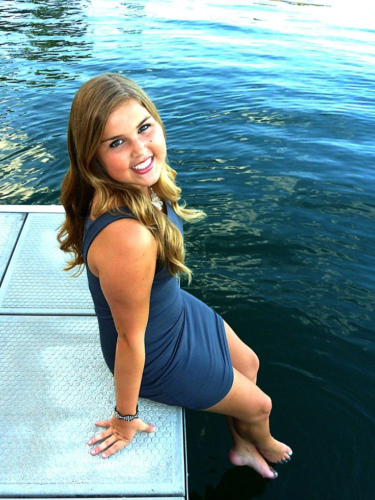 senior pictures in a lake | Senior pictures photography model lake