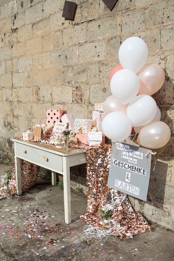 #gifttable #geschenketisch Tischdekorationen für Geschenketisch - Inspirationen für eure Dekoration vom Geschenketisch bis zum Sweet Table | Hochzeitsblog The Little Wedding Corner