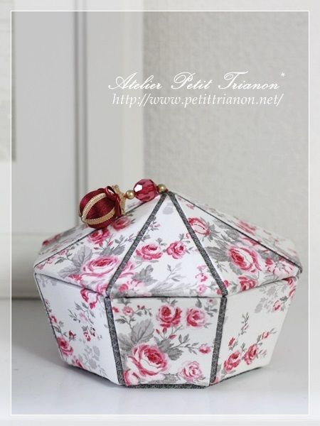 Petit Trianon *** cartonnage interior ***