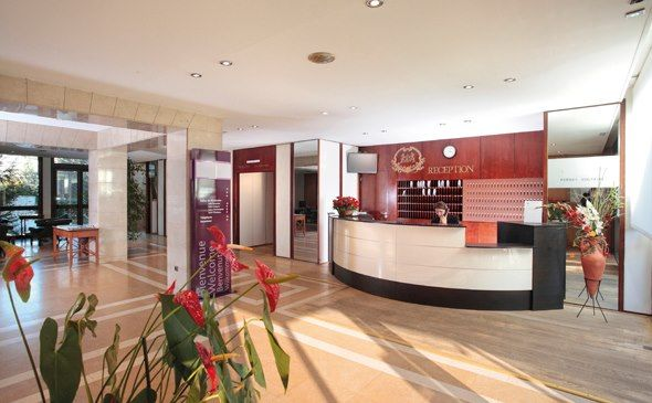 Park & Suites Genève Aéroport - Réception #geneve #apparthotel #hotel #reception http://www.parkandsuites.com/fr/apparthotel-geneve-aeroport