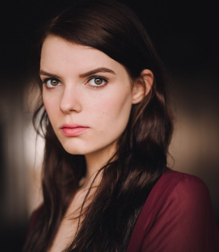 Sianoa Smit-McPhee (February 21, 1992) Australian actress, singer and songwriter, o.a. known from the soap 'Neighbours'.