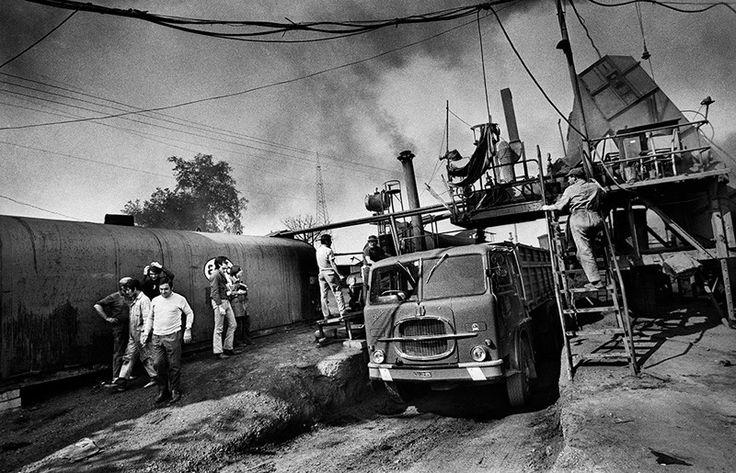 "Claudio Abate,""Robert Smithson, Asphalt Rundown"", 1969 b&w photo 2014, sheet 36 x 50 cm, Ed. 7. Photo©Claudio Abate"