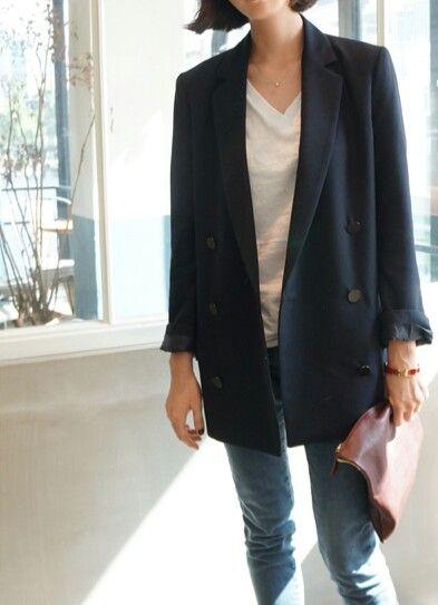 oversized blazer + v neck white shirt + jeans