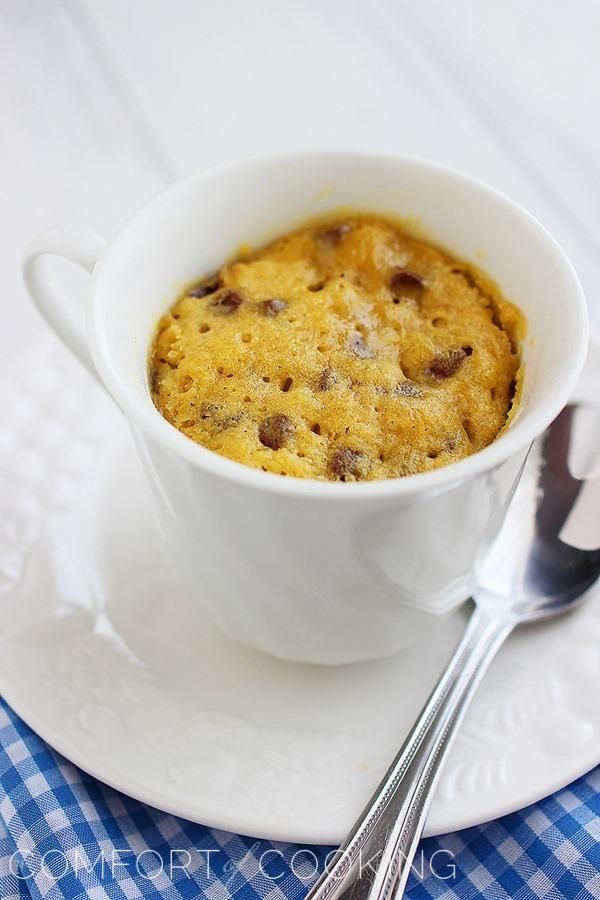 1-Minute Chocolate Chip Cookie In a Mug – All you need for this warm, gooey chocolate chip cookie are a handful of pantry staples, a microwave and 1 minute! | thecomfortofcooking.com