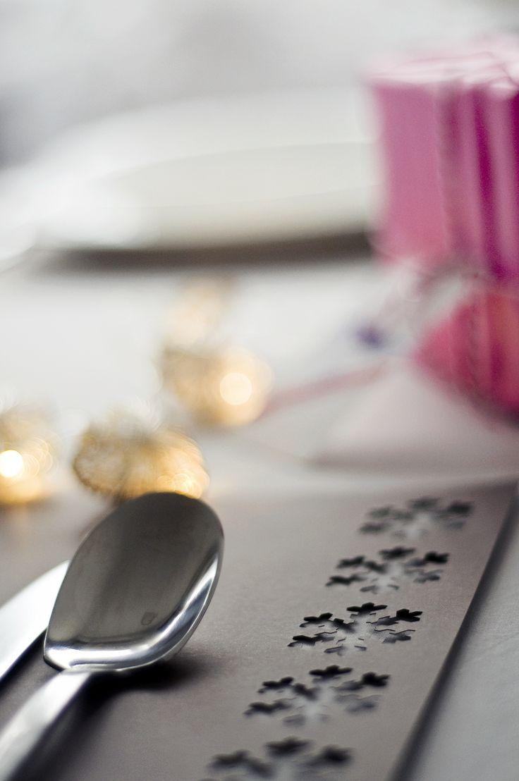 Paper placemat with snowflakes (laser cut) - www.karcsipapir.hu