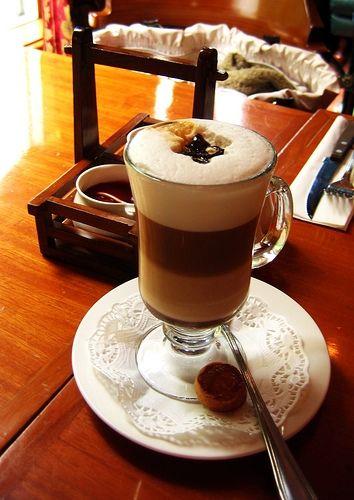 Кофе Мокко Кофе Мокка состоит из лучших сортов африканской арабики. Африка, а именно Эфиопия, является родиной кофе. Мокка – это морской порт, через который в древности осуществля...