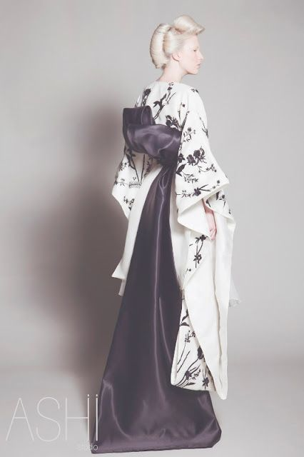 walkingthruafog:  Japanese bride