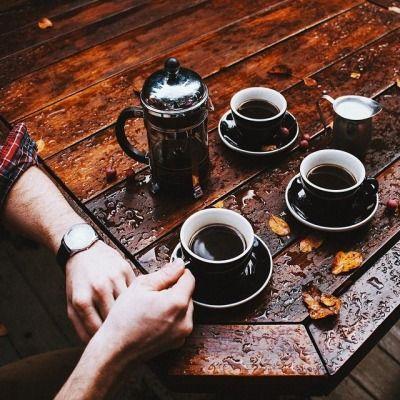 Não vá embora,  fica aqui do meu lado, toma um café comigo e finge que somos namorados. T!N@