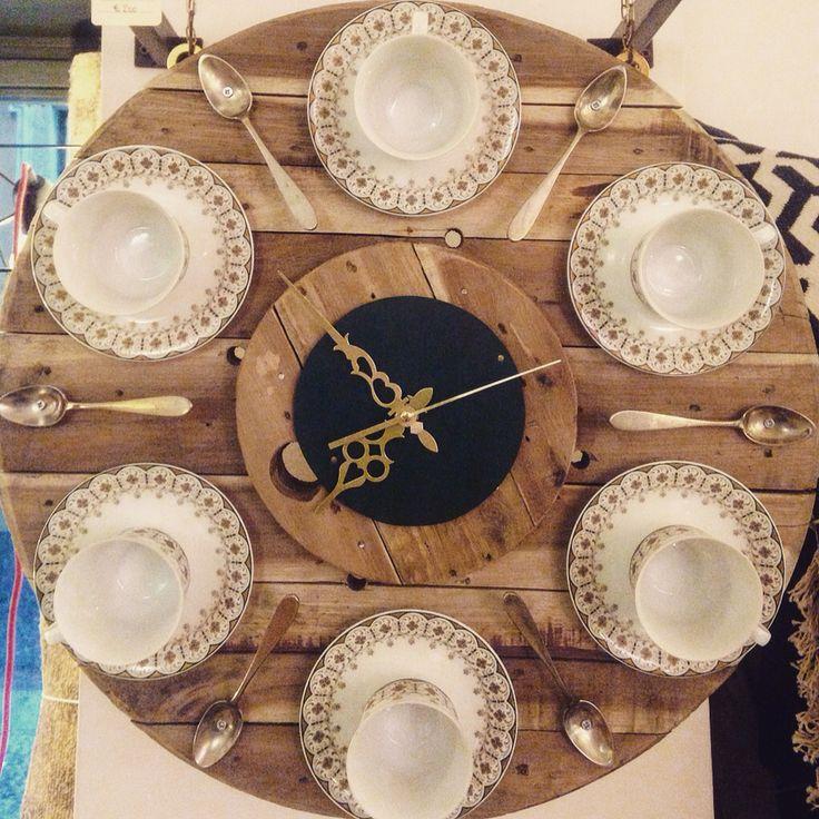 Need a wall clock?   #tappeticontemporanei #interiordesign #interiordesignideas #rugs #carpets #tappeti #homedecor #homewear #homestyle #homedesign #fornituredesign #interiorstyling #interiorlovers #interiorandhome #interiordetails #decor #designreuse #sustainabledesign #recycledforniture #ecofriendly #handicraft #handmade #italianhandmade #madeinitaly #arredo #artigianato #autoproduzione #brera #breradesigndistrict #milan
