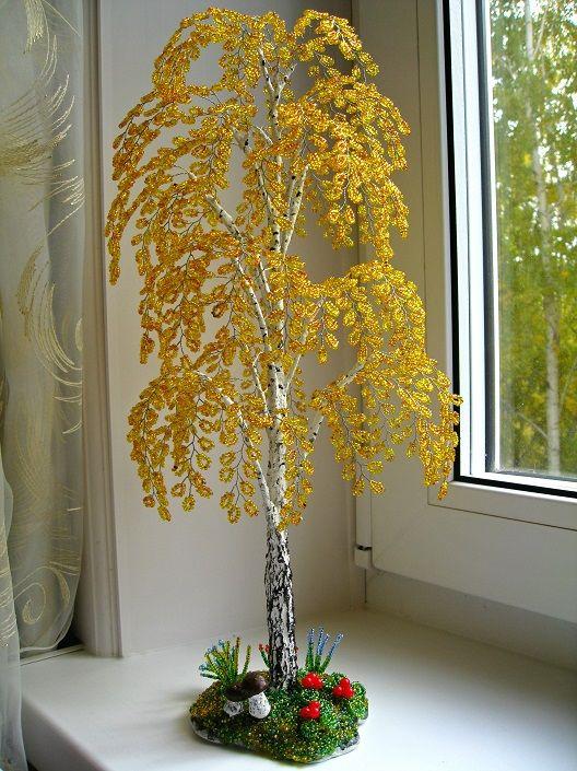 Елена Авраменко создает цветы и деревья из бисера, максимально похожие на оригинал.
