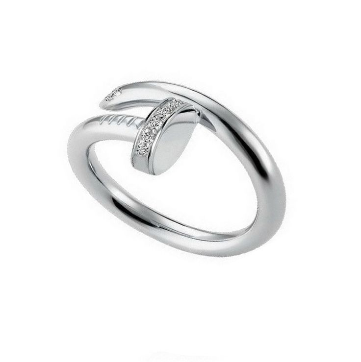 Bague tendance réglableen métal argenté et strass. Cette jolie bague tendance ajoutera une touche tendance à vous tenues!