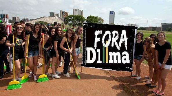 """@eutvnet RT @naoaocomunismo: dignadoCidad, vamos lá, empurrãozinho pra Dilma Descer a ladeira..Veja isso: pic.twitter.com/oheCQXXYwh Retuitem!!"""""""