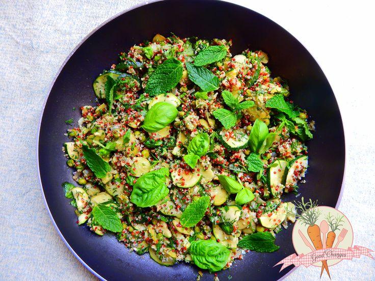 komosa-ryżowa-z-groszkiem-bobem-cukinią-i-ziołami