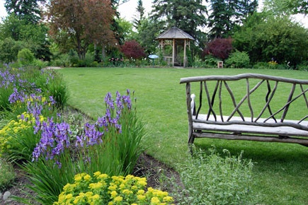 Planning a wedding in Calgary? Reader Rock Garden is a great spot to tie the knot.