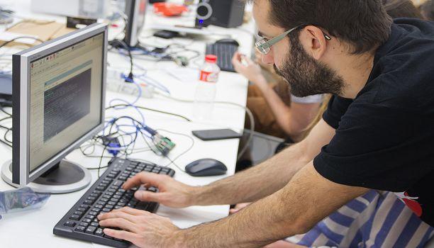La propuesta madrileña de Visual Invaders se iniciará a finales de Marzo centrándose en en la cultura gamer y en el diseño de videojuegos con dos conferencias y un taller gratuitos para los que es necesario inscripción previa. Tendrá lugar desde el 27 de Marzo hasta el 30 de Marzo en el IED de Madrid.  Esta iniciativa anual ha sido presentada por el IED (Instituto de Diseño Europeo) de Madrid en un intento de enfocar el interés de los jóvenes en los ámbitos de programación diseño de software…