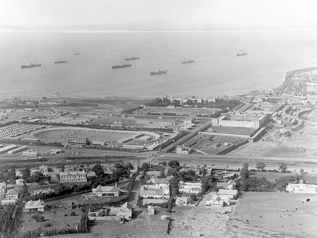 View of Green Point Track and Table Bay in 1900    Somerset Hospital can be seen on the waterfront as well as the Breakwater Prison. The British POW camp, used as a holding camp for Boer prisoners before shipping them to various colonies, can be seen to the left of the track