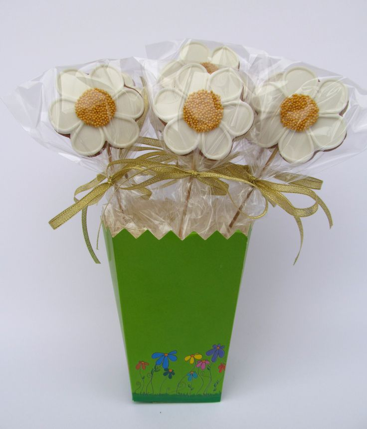 Wedding Bucket White Gold Daisies Cookies