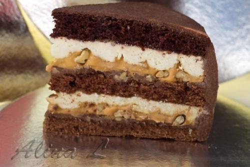 Это очень вкусный торт, он прямо тает во рту! Ингредиенты: Для теста: 6 желтков взбить. 1. 5 ст. Сахара. 250 гр мягкого маргарина. 1 столовая ложка майонеза. 1 чайная ложка соды, гашенной лимонным сок...