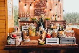 """""""Пивной стол"""" — это наша фишка, в данном исполнении он стал еще и украшением веранды, фотозоной, лимонад-баром"""
