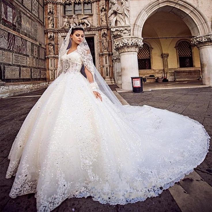 Hot Sale Luxury Lace Chapel Train Wedding Dress 2016 Custom Made Beaded A-Line V-Neck Bridal Gown Elegant Appliques Wedding Gown