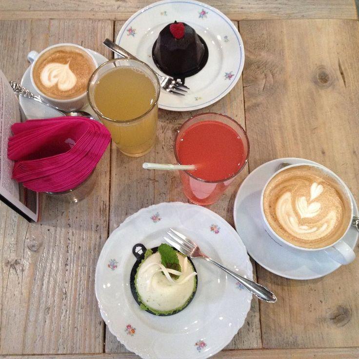 Hallo ihr Lieben  Ich war heute beim Friseur und bin super zufrieden  Leider lässt das Wetter heute wieder zu wünschen übrig ... Darum hätte ich so Lust auf ein Törtchen von Törtchen Törtchen  #friday#weekend#happy#happygirl#törtchentörtchen#köln#cologne#girls#friends#blonde#blondegirls#kaffee#kaffeeklatsch#nofilter#instagood#potd#picoftheday by fashioninstinct
