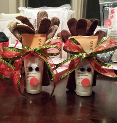 Love reindeer? Here's a super cute gift idea - hand cream in peach or fragrance free with gloves as antlers! #giftideas marykay.com/