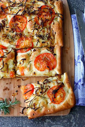 This Focaccia with Caramelized Onions and Tomatoes is the perfect appetizer for your next girls night.: